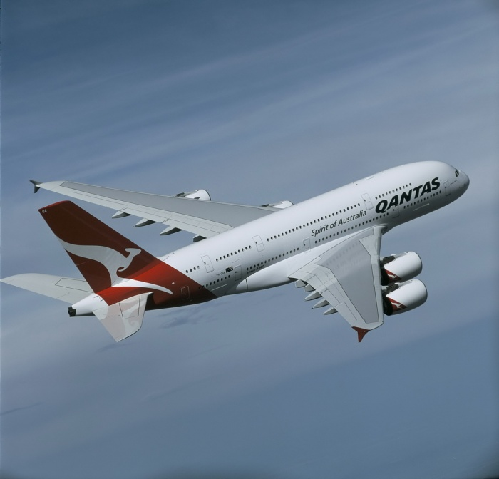 Qantas cuts 2,000 staff as ground handling is outsourced | News